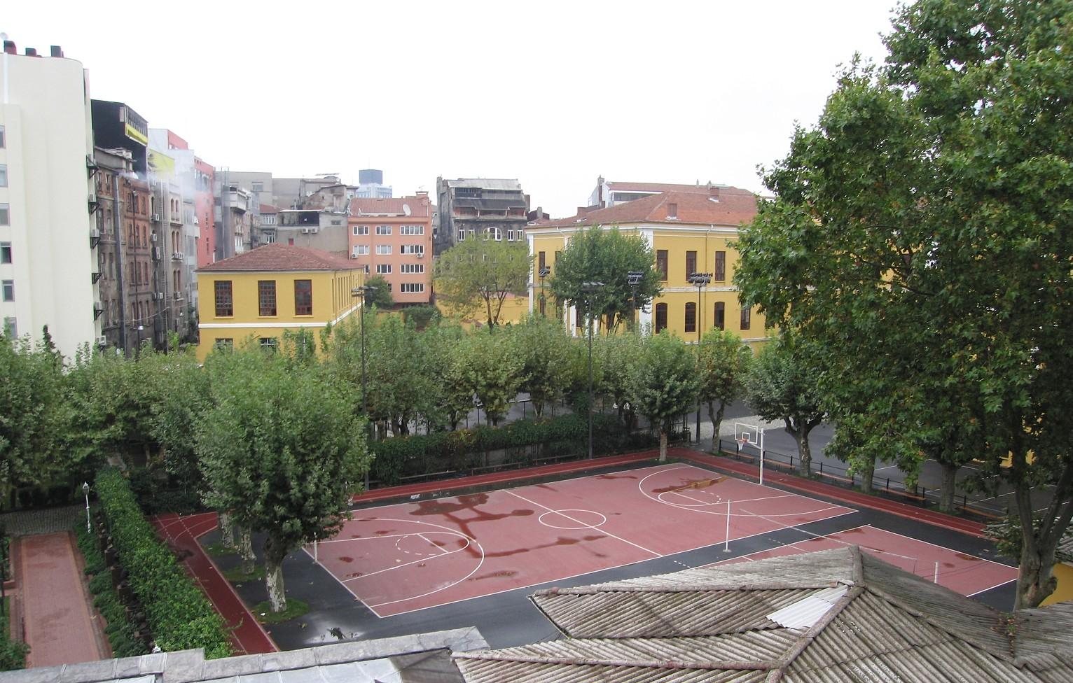 galatasaray_lisesi_schoolyard